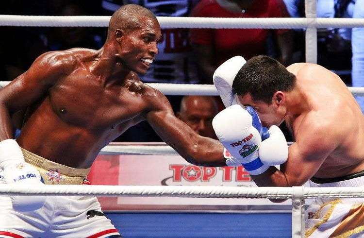 Los puños de Julio César La Cruz deberán guiar a Cuba en la Serie Mundial de Boxeo. Foto: worldseriesboxing.com.