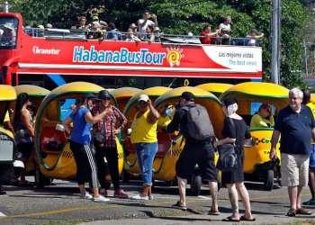 Turistas en La Habana. Foto: Ernesto Mastrascusa / EFE.