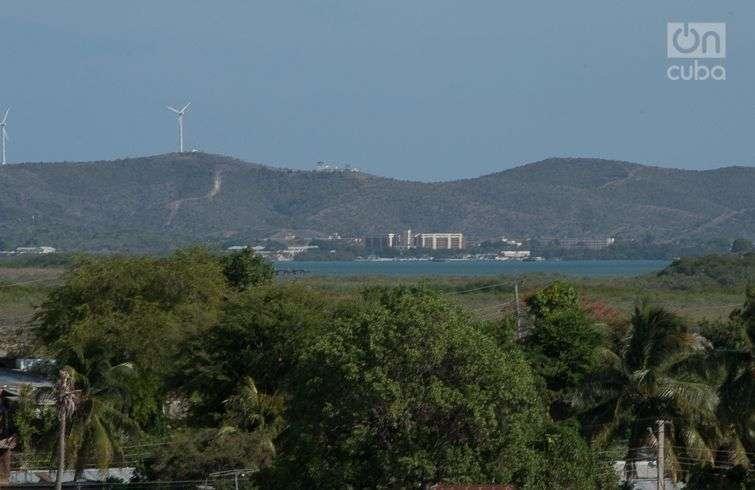 La base naval de Estados Unidos vista desde Caimanera. Foto: Otmaro Rodríguez.