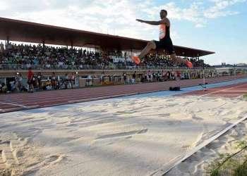 El cubano Juan Miguel Echevarría venció en la prueba de longitud, con un salto de 8,37 metros, durante el Mitin de Guadalajara, España. Foto: Pepe Zamora / EFE.
