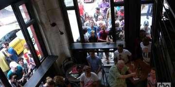 El restaurant Tabarish en O'Reilly 465 también oferta fútbol. Foto: Angel Marqués Dolz.