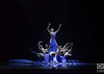 """""""Satori"""", estreno mundial de Acosta Danza, con coreografía de Raúl Reinoso y música de Pepe Gavilondo. Foto: Enrique Smith Soto."""