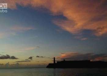 El Castillo de los Tres Reyes del Morro, en la distancia. Foto: Otmaro Rodríguez.