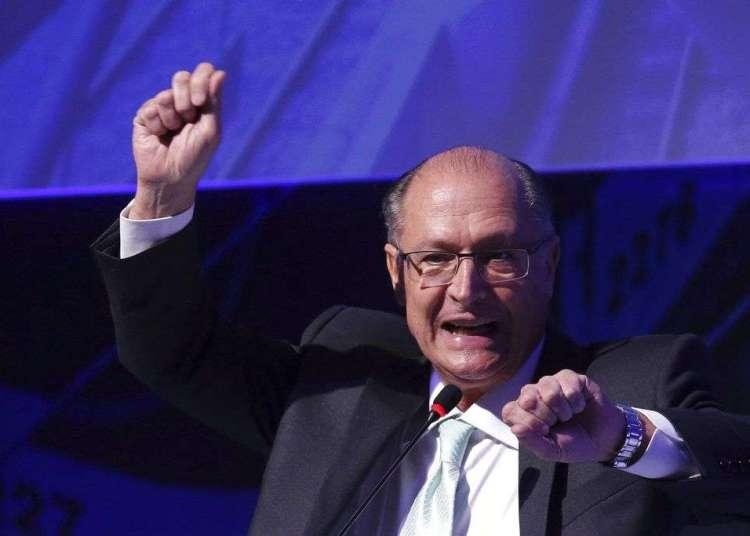 El precandidato a la presidencia y ex gobernador de Sao Paulo, Geraldo Alckmin, habla durante un foro en Brasilia, Brasil, el 18 de julio de 2018. Foto: Eraldo Peres / AP.