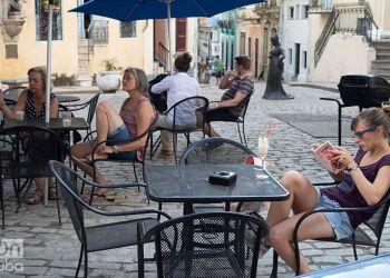 Turistas en la Habana Vieja. Foto: Otmaro Rodríguez.