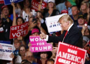 Donald Trump en un mitin de campaña el viernes 19 de octubre de 2018 en Mesa, Arizona. Foto: Matt York / AP.