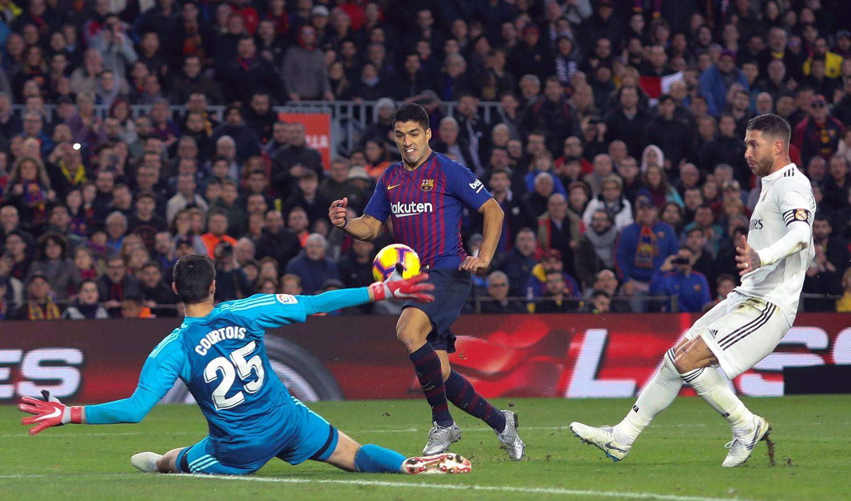 El demoledor 1x5 ante el Barcelona, con Luis Suárez en plan de matador, fue un demasiado para la continuidad de Lopetegui en el Real Madrid. Foto: Enric Fontcuberta / EFE / EPA.
