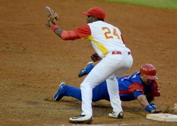 Con una defensa de múltiples lagunas, Matanzas se alejó rápidamente de la lucha por clasificar. Foto: Ricardo López Hevia.