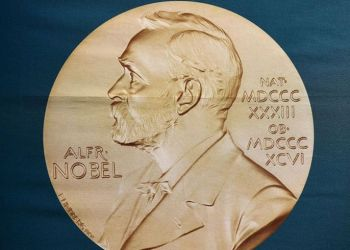 Medalla del Premio Nobel. Foto: @CNNEE / Twitter.