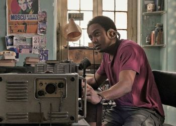El actor cubano Tomás Cao en el papel de Sergio, en el filme Sergio y Serguéi, del director Ernesto Daranas. Imagen: Fotograma de la película.