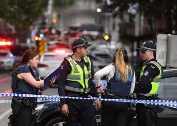 Agentes de la policía en la escena del atentado en el centro de Melbourne, Australia, el 9 de noviembre de 2018. Foto: AFP / El País.