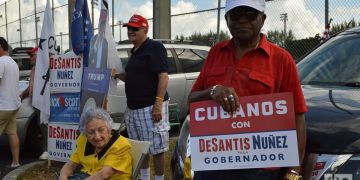 Cubanos votan este 6 de noviembre en Hialeah. Foto: Marita Pérez Díaz.