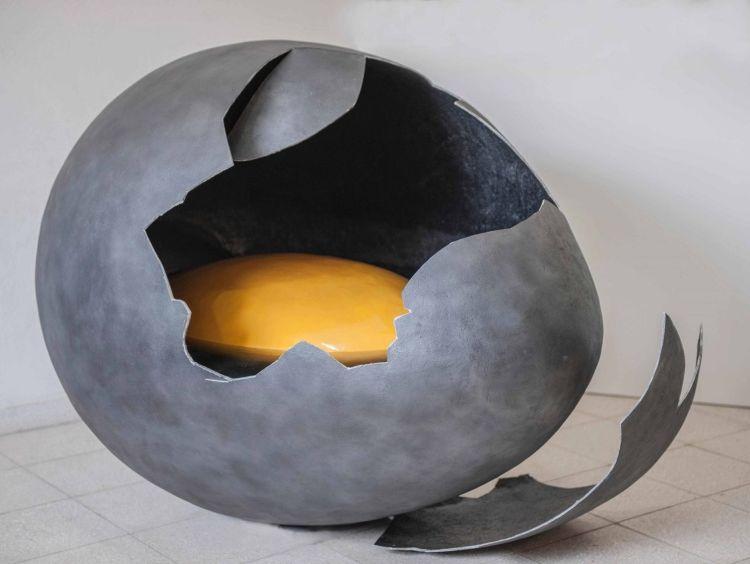 Maldeojo, 2018, Resin and fiberglass, 116 x 165 cm