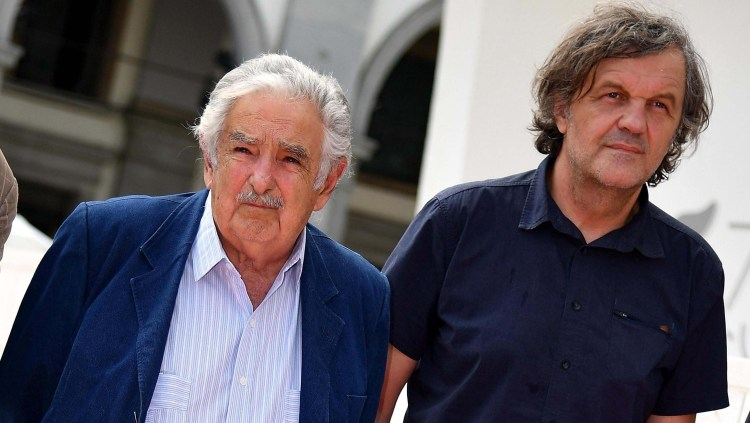 El expresidente uruguayo Pepe Mujica junto al cineasta Emir Kusturica. Foto: EFE.