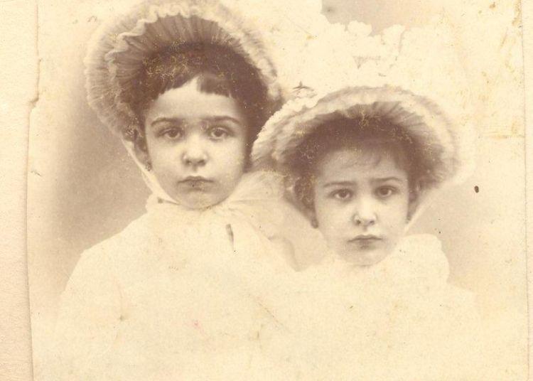 Abuelita y tía Loló. Foto: Archivo familiar.