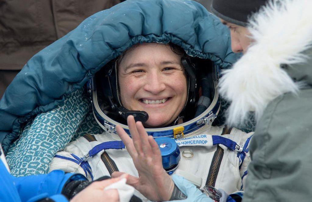 La astronauta de origen cubanoSerena Auñón-Chancellor a su regreso a la Tierra tras más de seis meses en la Estación Espacial Internacional. Foto: @NASA / Twitter.