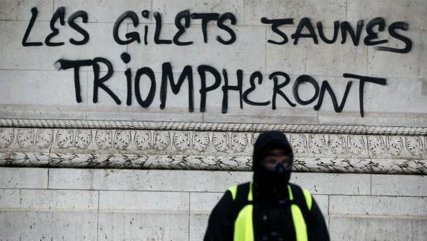 Grafiti en el Arco del Triunfo. Foto: Reuters.