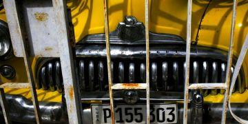 Un automóvil Buick Eight de 1948 estacionado en un garaje en La Habana, Cuba, el viernes 16 de noviembre de 2018. Foto: Desmond Boylan / AP.