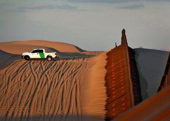 Patrulla Fronteriza vigila la frontera con México en el condado Imperial, California. Foto: Matt York / AP.