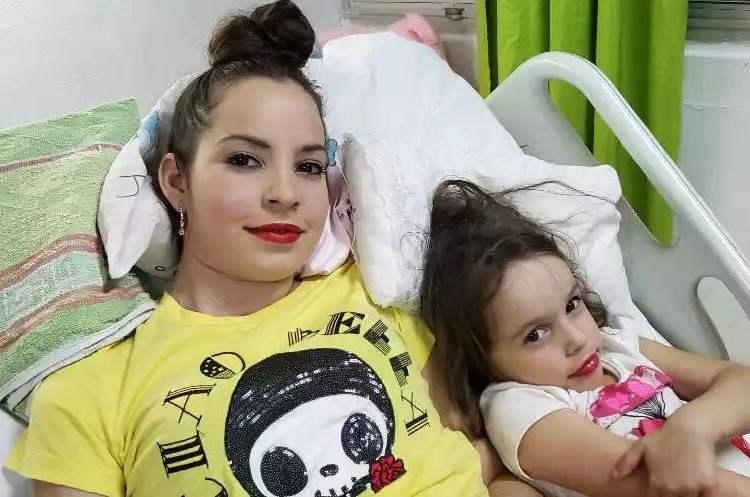 Foto de Maylén Díaz Almaguer (izq), única sobreviviente delaccidente aéreodel pasado 18 de mayo en La Habana, publicadas por su hermana el 31 de diciembre de 2018 en su perfil de Facebook. Foto: Mailín Díaz / Facebook.
