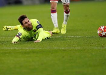 Lionel Messi del Barcelona en acción durante el partido por los octavos de final de la Liga de Campeones de la UEFA entre el FC Barcelona y el Olympique de Lyon, este martes, en el estadio Groupama de Decines-Charpieu, cerca de Lyon (Francia). EFE/Guillaume Horcajuelo