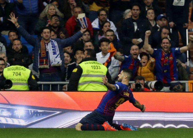 El delantero Luis Suárez anota el primer gol del Barcelona en el partido contra el Real Madrid en la vuelta de la semifinal de la Copa del Rey, el miércoles 27 de febrero de 2019. Foto: Manu Fernández / AP.