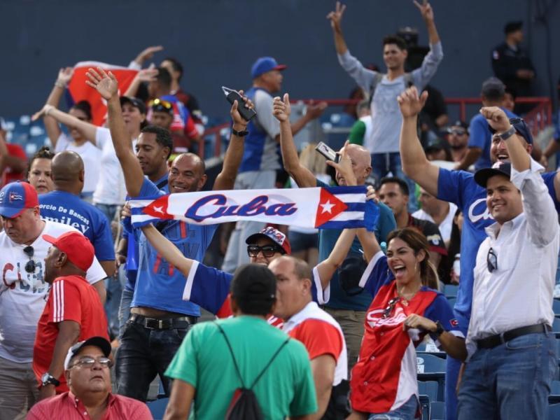 Público cubano en Panamá. Foto: Aris Martínez /La Estrella de Panamá.