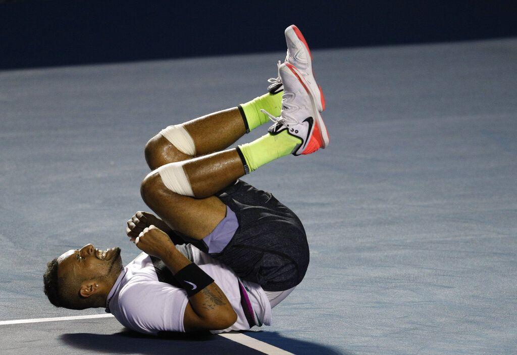 El australiano Nick Kyrgios festeja tras derrotar al español Rafael Nadal durante un encuentro de la segunda fase del Abierto Mexicano de Tenis, el miércoles 27 de febrero de 2019, en Acapulco. Foto: Rebecca Blackwell / AP.
