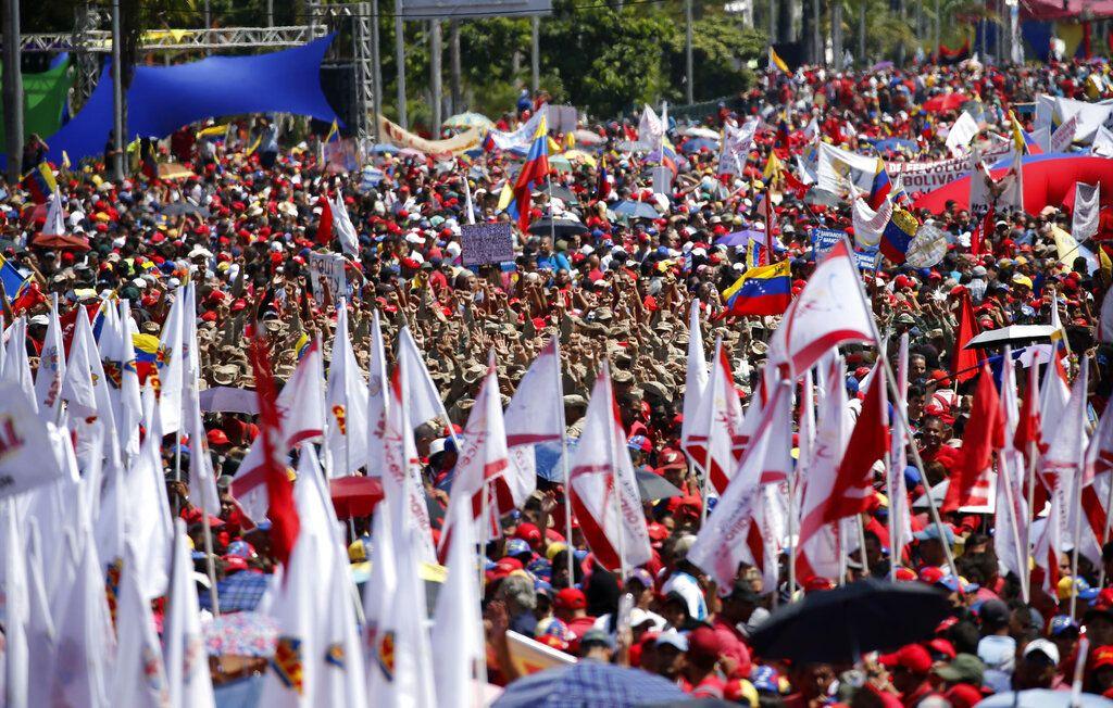 Simpatizantes del gobierno de Nicolás Maduro en un acto en Caracas, Venezuela, el sábado 2 de febrero de 2019. Foto: Ariana Cubillos / AP.
