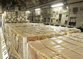 El interior de un avión de carga C-17 con ayuda humanitaria antes de despegar de la Base de Reserva de la Fuerza Aérea de Estados Unidos en Homestead Florida, el sábado 16 de febrero de 2019. Foto: Luis M. Álvarez / AP / Archivo.