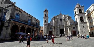 La Plaza de la Catedral, en La Habana. Foto: Ernesto Mastrascusa / EFE.