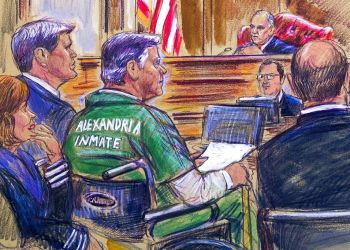 En este boceto se muestra al exdirector de la campaña presidencial de Donald Trump, Paul Manafort, en una silla de ruedas durante su audiencia de sentencia en un tribunal federal de Alexandria, Virginia, el jueves 7 de marzo de 2019. Foto: Dana Verkouteren vía AP.