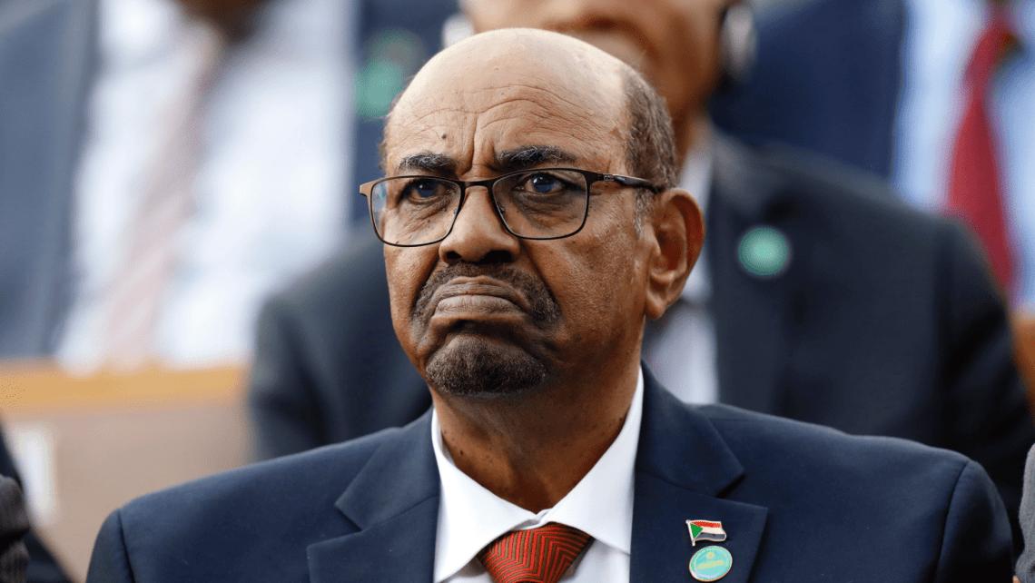 En esta foto de archivo del 9 de julio de 2018, el presidente de Sudán, Omar al-Bashir, asiste a una ceremonia para el presidente de Turquía, Recep Tayyip Erdogan, en el Palacio Presidencial en Ankara, Turquía. Foto: Burhan Ozbilici/AP.