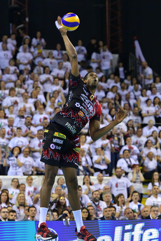 En su primera temporada en el Perugia, León ha demostrado que es un jugador total. Foto: Michele Benda/LegaVolley