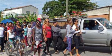 Foto tomada en Caibarién, durante el sepelio del niño Carlos Duviel, asesinado por su padre. Foto: Pedro Manuel González Reinoso/Cubanet.