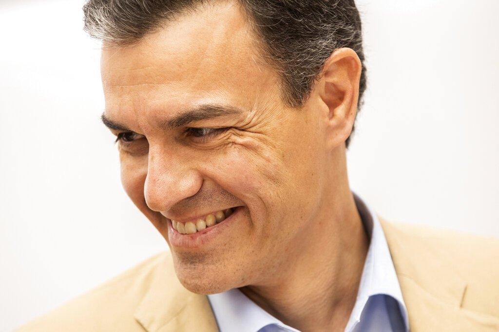 El presidente del gobierno español, Pedro Sánchez, durante una reunión partidaria en la sede del Partido Socialista, Madrid, 29 de abril de 2019. Foto: Bernat Armangue / AP.