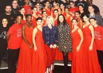 Lizt Alfonso Dance Cuba junto a Dolly Parton. Foto: Cortesía del conjunto