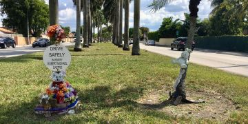 Los pequeños monumentos en las calles de Miami que recuerdan los muertos en la carretera. Foto: Rui Ferreira