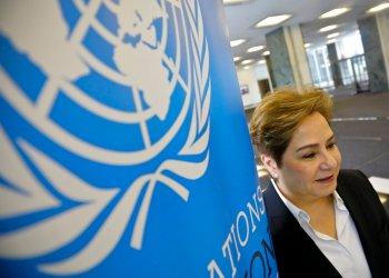 En imagen del 29 de marzo de 2019, la mexicana Patricia Espinosa, secretaria ejecutiva de la Convención Marco de Naciones Unidas sobre Cambio Climático, posa para las cámaras en la sede de la ONU. Foto: Bebeto Matthews / AP.