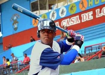 Oscar Luis Colás se perderá el Premier 12. Foto: Carlos Rafael/Periódico Ahora/Archivo.