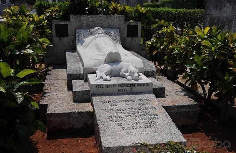 Tumba de Jeannette Ryder en el Cementerio de Colón, en La Habana.