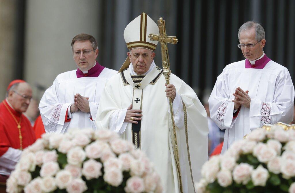 El papa Francisco celebra la misa de Pascua en la Plaza de San Pedro del Vaticano, el domingo 21 de abril de 2019. Foto: Andrew Medichini/AP.