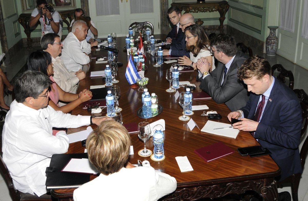 Durante la reunión en La Habana entre los cancilleres de Cuba y Canadá. Foto: Twitter/@BrunoRguezP.