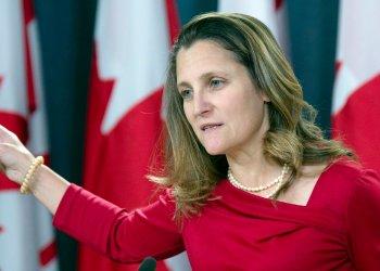 Ministra de Relaciones Exteriores de Canadá, Chrystia Freeland, habla con la prensa en  Ottawa, el 12 de diciembre de 2018. Foto: Adrian Wyld / The Canadian Press.