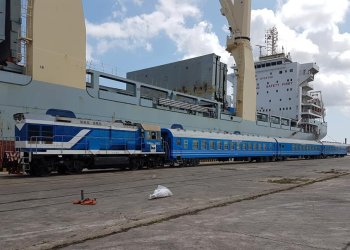 Nuevos coches chinos para el ferrocarril cubano en el puerto de La Habana, el 19 de mayo de 2019. Foto: @JuventudRebelde / Twitter.