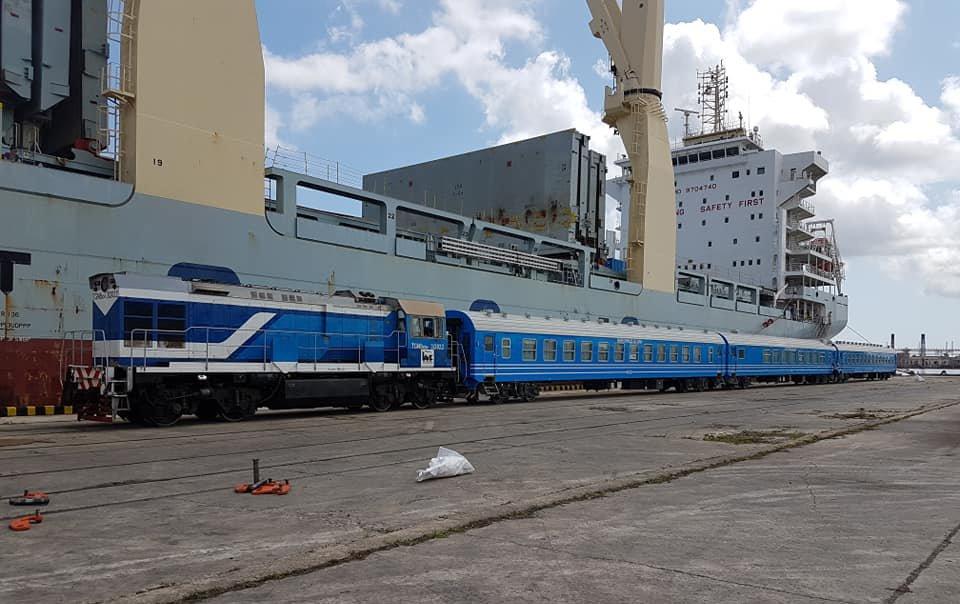 Llegada de nuevos coches chinos para el ferrocarril cubano en el puerto de La Habana, el 19 de mayo de 2019. Foto:  @JuventudRebelde / Twitter.