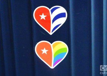 Logos de CubaOne y del viaje TuCuba Pride. Foto: Marita Perez Diaz