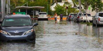 Cuando llueve, Miami Beach se transforma en una Venecia. Foto: AP.