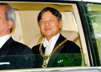 El nuevo emperador de Japón, Naruhito, sale rumbo al Palacio Imperial el miércoles 1 de mayo de 2019 en Tokio. (Kyodo News via AP)