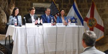 El gabinete de Ron DeSantis se reúne en la embajada de EEUU en Jerusalén. Foto: Oficina del gobernador.